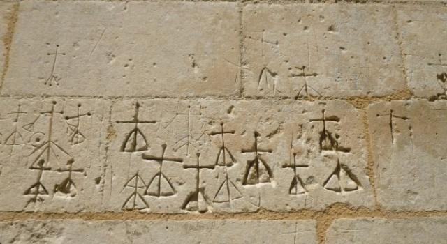 Grafittis de l'église St Martin de Louzac